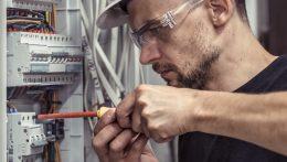 Installation électrique : pourquoi faire appel à un électricien ?